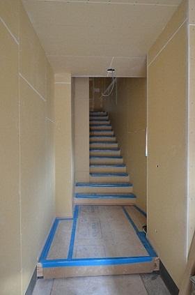 H様階段工事途中
