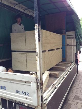 15 千里山・木のマンションリノベーションI様邸 木毛セメント板搬入