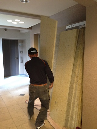 16 千里山・木のマンションリノベーションI様邸 木毛セメント板搬入