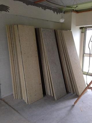 18 千里山・木のマンションリノベーションI様邸 木毛セメント板搬入
