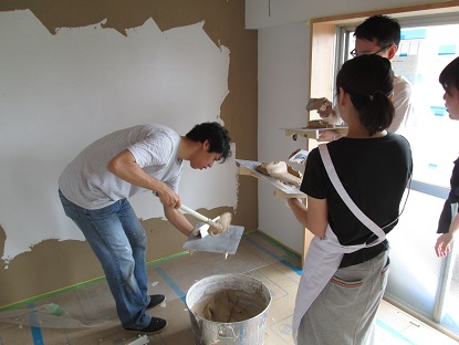 14 N様邸木のマンションリノベーション 左官塗り体験