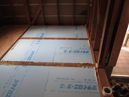 23 藏家の1階新事務所改装工事床下断熱材入れ