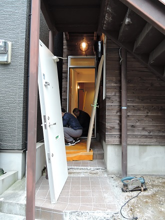 24 藏家新事務所建具搬入取付け