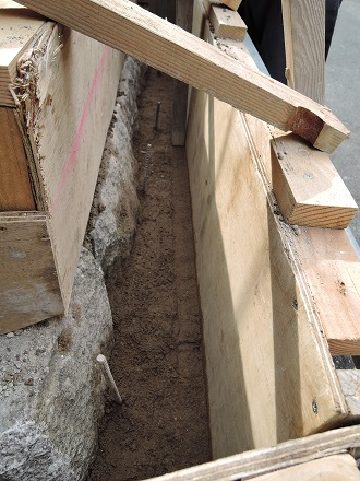 18 藏家事務所 版築材料打ち込み