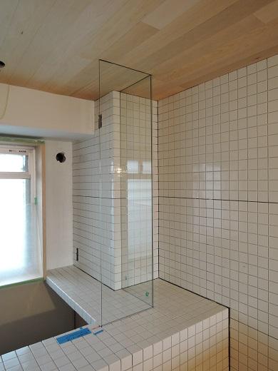 47  Y様邸マンションリノベーション工事 お風呂強化ガラス設置