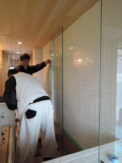 64 Y様邸マンションリノベーション工事 お風呂強化ガラス扉設置