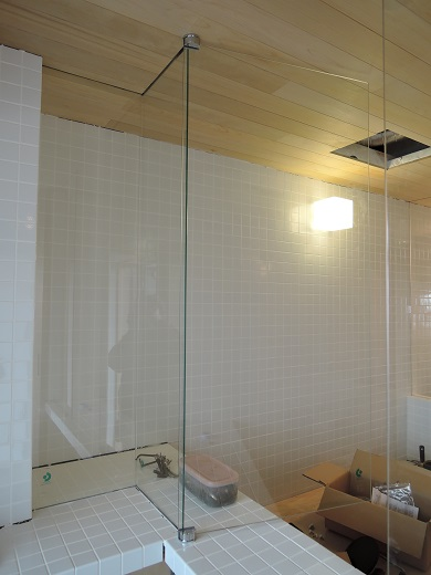 65 Y様邸マンションリノベーション工事 お風呂強化ガラス扉設置