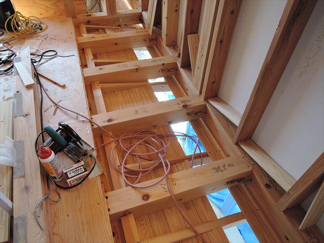 7 西宮H様邸木の家新築現場 下屋板張り