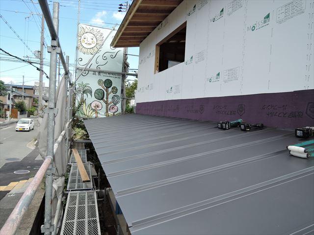 17 西宮H様邸木の家新築現場 屋根工事