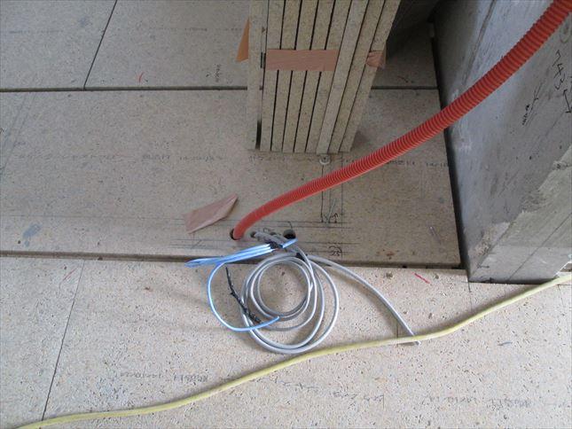 27 豊中T様邸木のマンションリノベーション 電気配線仕込み