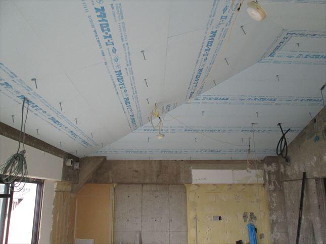 33 豊中T様邸木のマンションリノベーション 天井断熱材