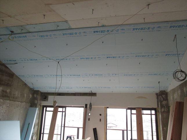 34 豊中T様邸木のマンションリノベーション 天井断熱材