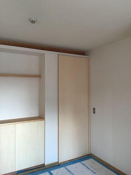 19 東三国のM様邸木のマンションリノベーション建具取付け