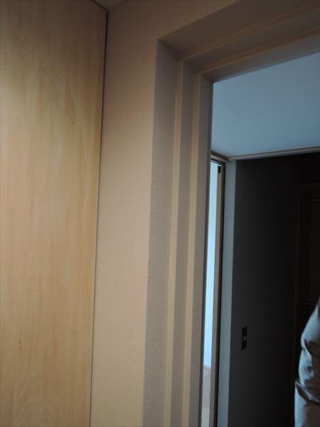 71 貝塚U様邸国産材を使用した木のマンションリノベーション 防火戸枠塗装_R